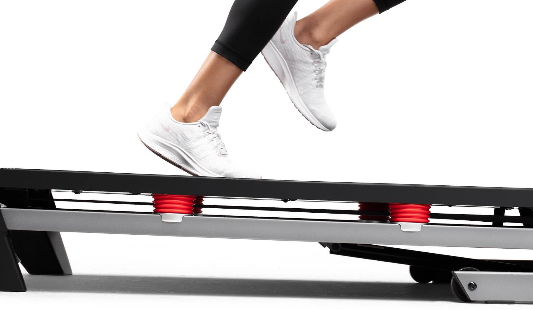 person running on the treadbelt of the performance 600i treadmill